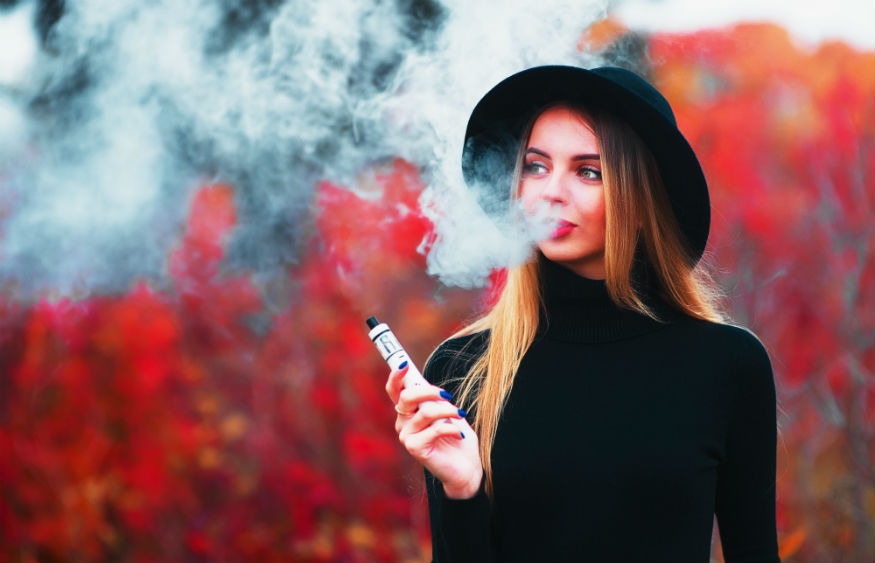 Feel Good Contacts warn of the dangers of smoking (traditional cigarettes, e-cigarettes and shishas) on your eye health