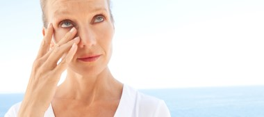 How hot and cold weather affects contact lenses